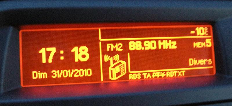 Temperatura de -10C no final da tarde em uma estação de Ski nos arredores de Lamon, Itália