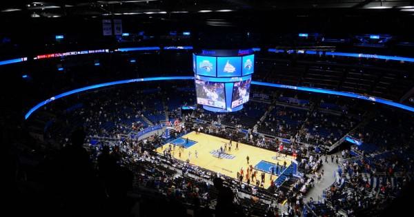 Jogo de basquete no Amway Center, em Orlando, Flórida