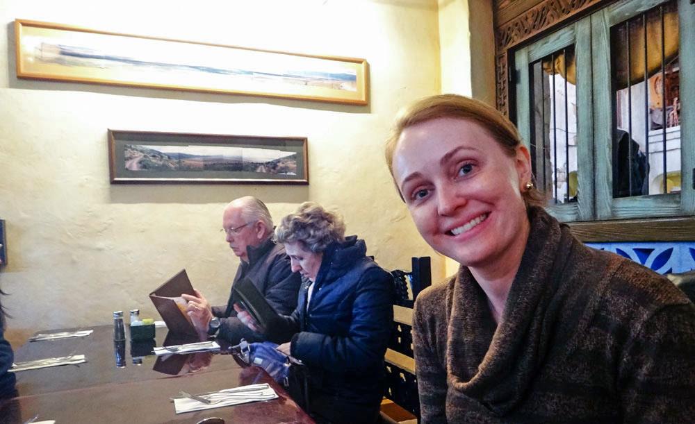 Minha esposa Patrícia Darugna no restaurante Tusker House, no parque Animal Kingdom