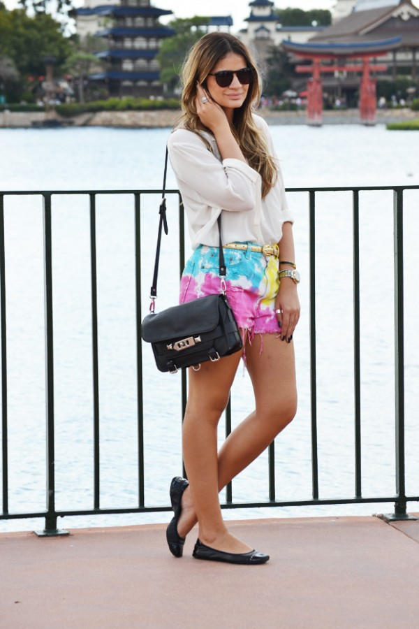 Foto do blog http://www.blogdathassia.com.br/ - Usando bolsa pequena