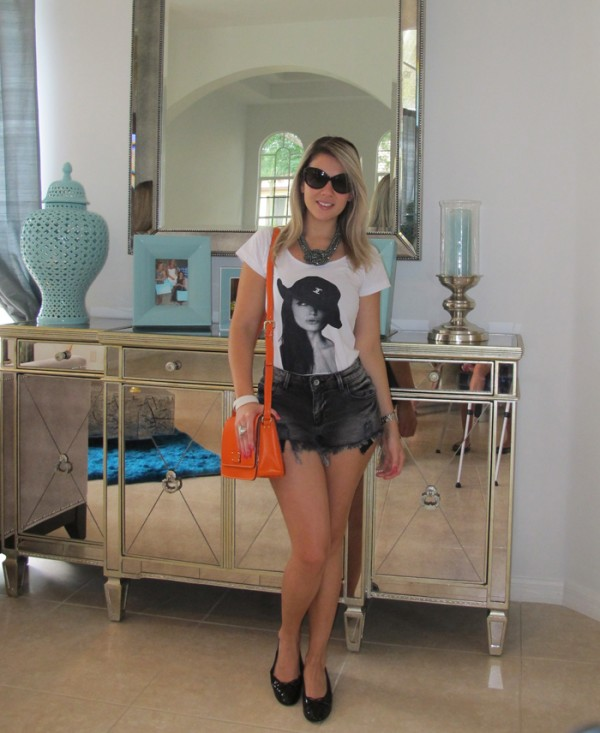 Foto do blog: http://www.blogdaje.com/ - Usando shorts