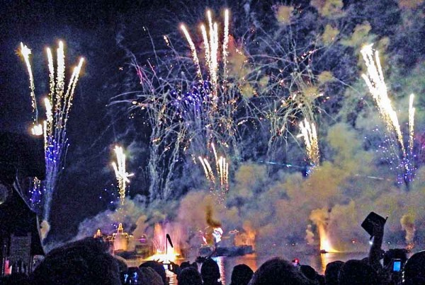 IllumiNations: Reflections of Earth, o show de fechamento do dia no Epcot