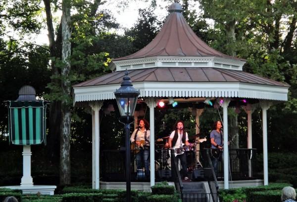 Banda que tocava músicas dos Beatles no International Food & Wine Festival 2010