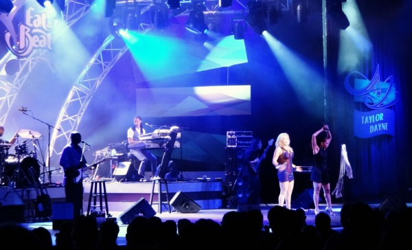 Taylor Dayne no Eat to the Beat Concert, no Epcot em 2010