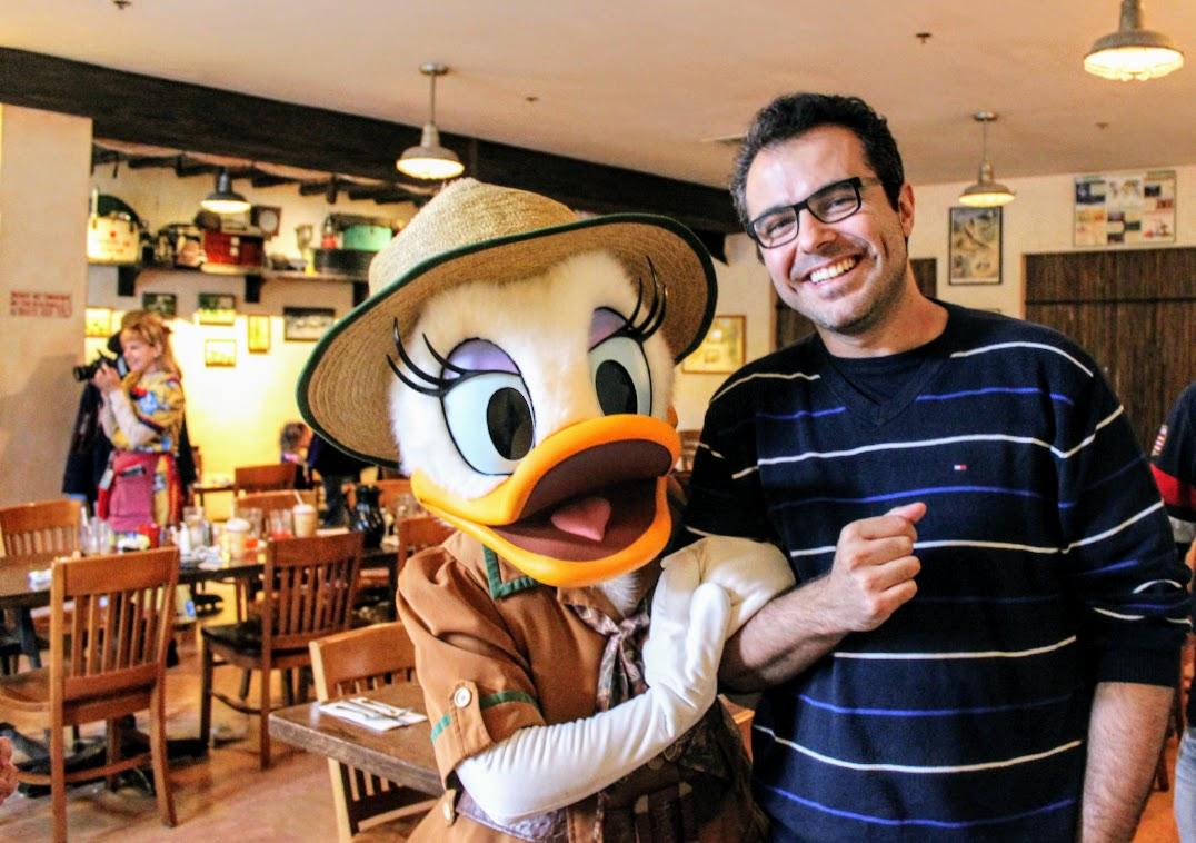 Eu e a Margarina no restaurante Tusker House, na África do parque Disney's Animal Kingdom