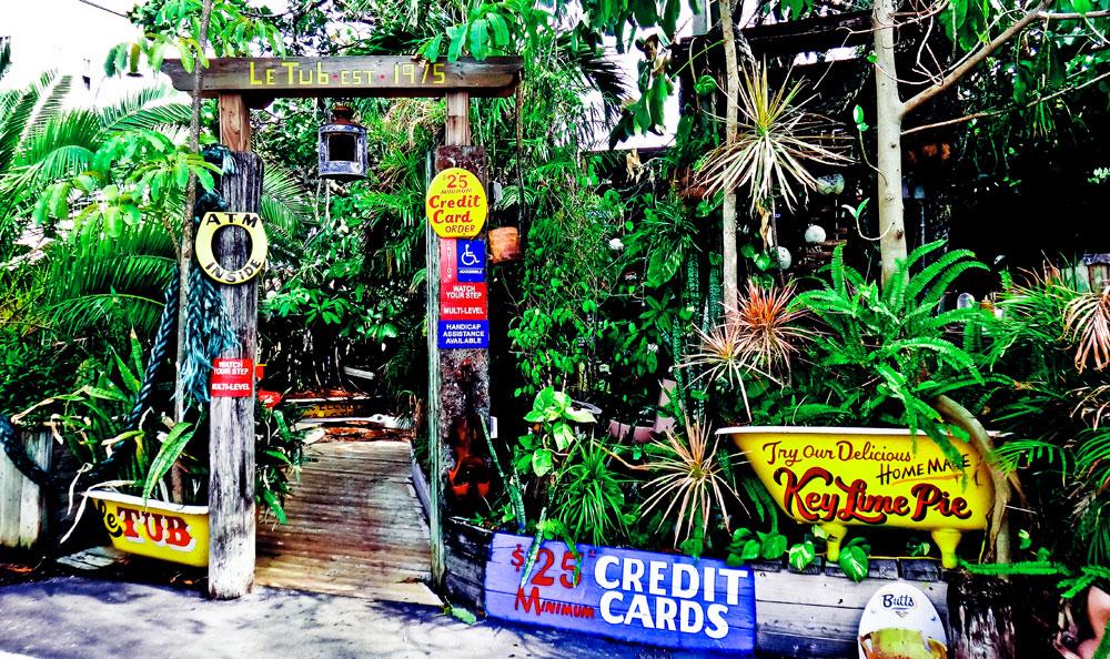 Até mesmo lugares exóticos nos Estados Unidos, como o Le Tub, em Hollywood, Flórida, aceitam cartões de crédito