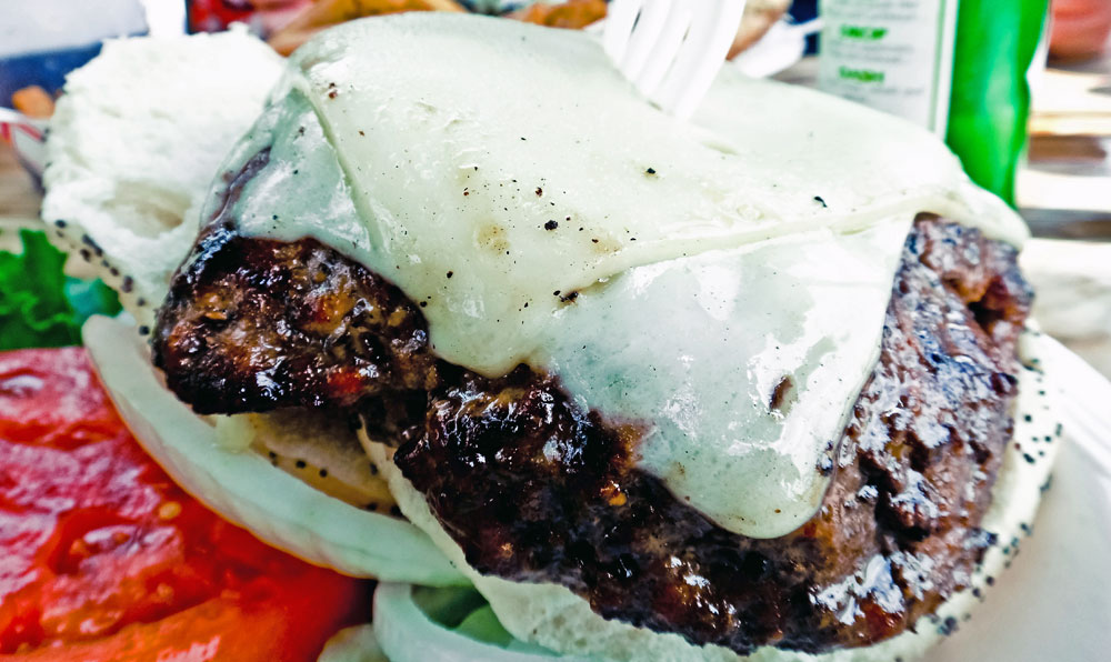O suculento hambúrguer do Le Tub