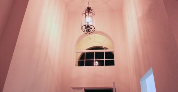 Pé direito alto na casa alugada perto da Disney, na Flórida