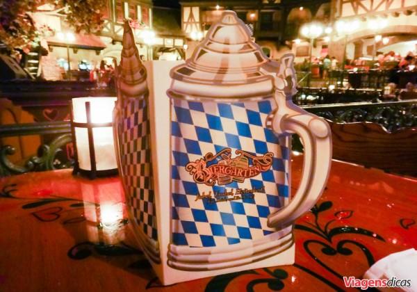 Menu do Restaurante Biergarten, no Parque Epcot, da Disney na Flórida