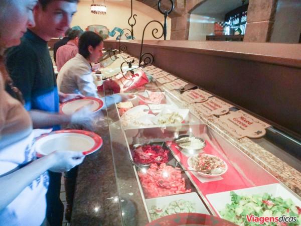 Buffet de saladas do Restaurante Biergarten