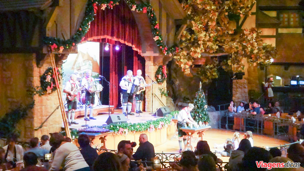 Os músicos no Restaurante Biergarten, Epcot