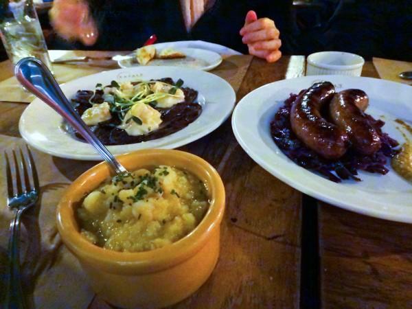 Delíciosos pratos da Birreria do Eataly NYC
