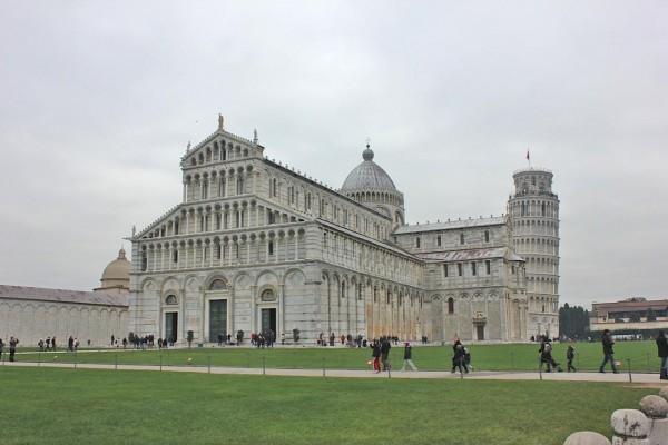duomo di santa maria assunta pisa 600x400 O que conhecer em Pisa na Itália? Roteiro e dicas para 1 dia de viagem.