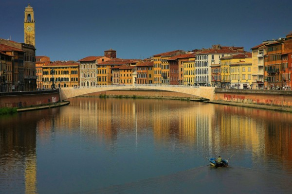 lungarni di pisa 600x399 O que conhecer em Pisa na Itália? Roteiro e dicas para 1 dia de viagem.