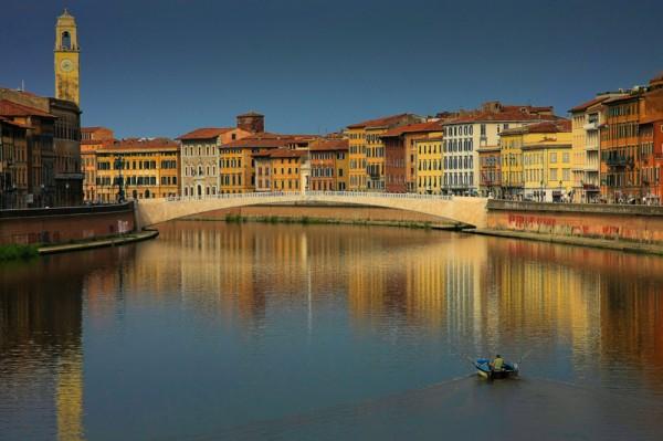 Passeio de barco: I Lungarni di Pisa, pelo rio Arno, com maravilhosa vista da cidade.