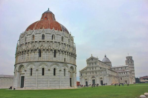 Os três principais atrativos da Piazza dei Miracoli em Pisa na Itália.