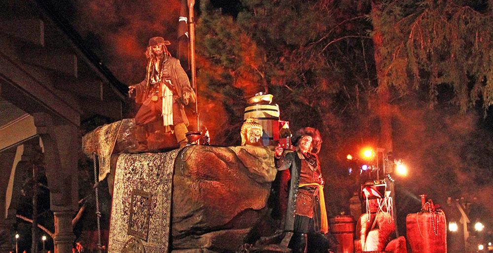 Capitão Jack Sparrow fez sua aparição nos dois desfiles da Festa de Halloween do Mickey