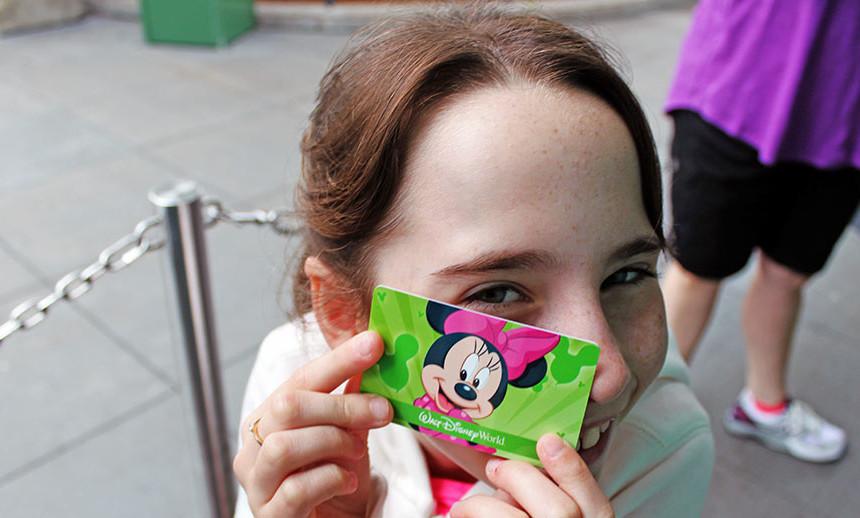 O ticket passou a ser de plástico duro, como um cartão de crédito, e com um chip RFID. Antes da mudança ele era de papel firme.