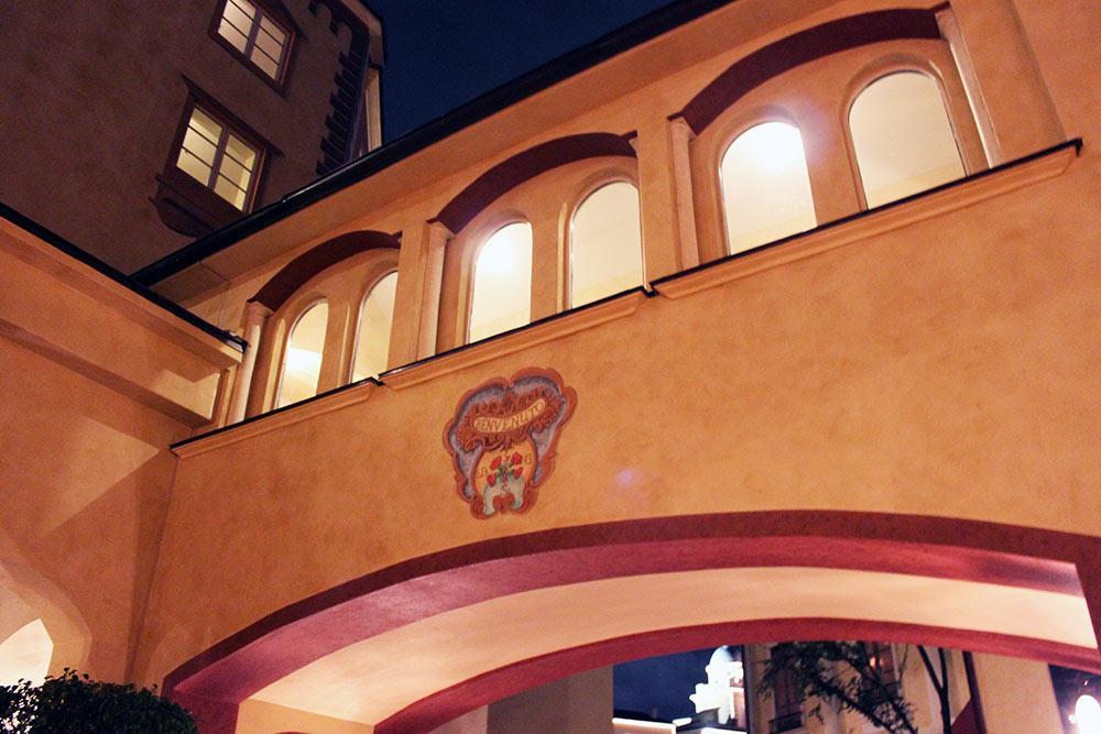 Detalhe da área externa do Loews Portofino Bay Hotel
