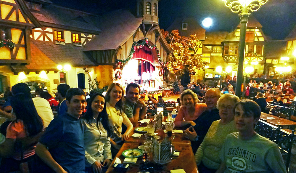 No restaurante Biergarten, no Pavilhão da Alemanha no Epcot