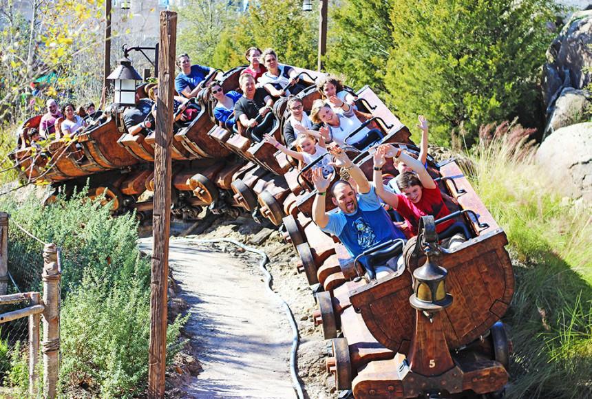 Seven Dwarfs Mine Train, o Trem da Mina dos Sete Anões, no parque Disney's Magic Kingdom