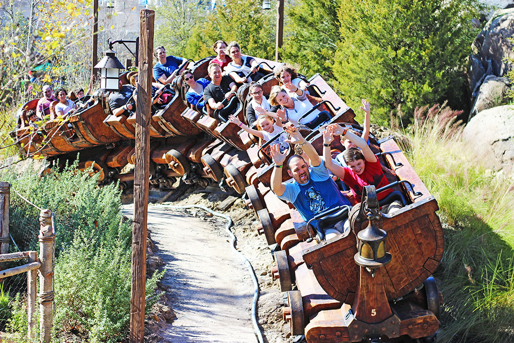 Seven Dwarfs Mine Train, o Trem da Mina dos Sete Anões, no parque Disney's Magic Kingdom