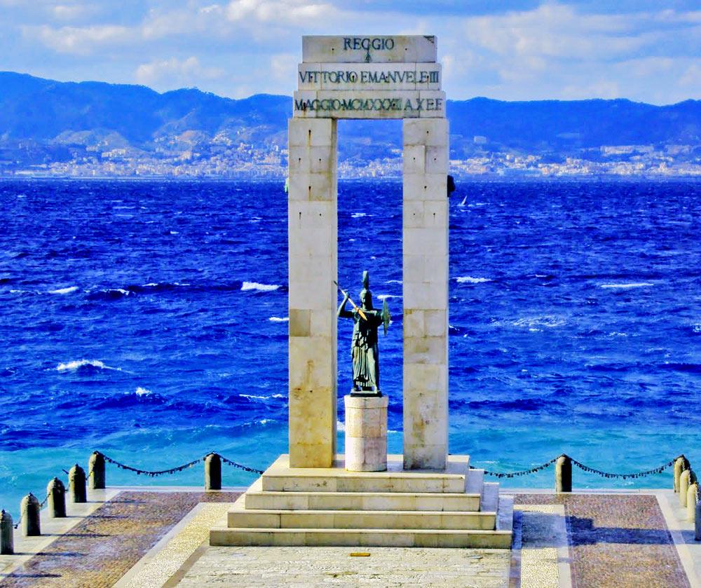 Reggio di Calabria - Estátua em homenagem a Vittorio Emanuele