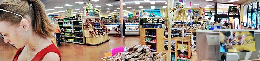 Panorama do interior de uma unidade do Trader Joe's em Miami