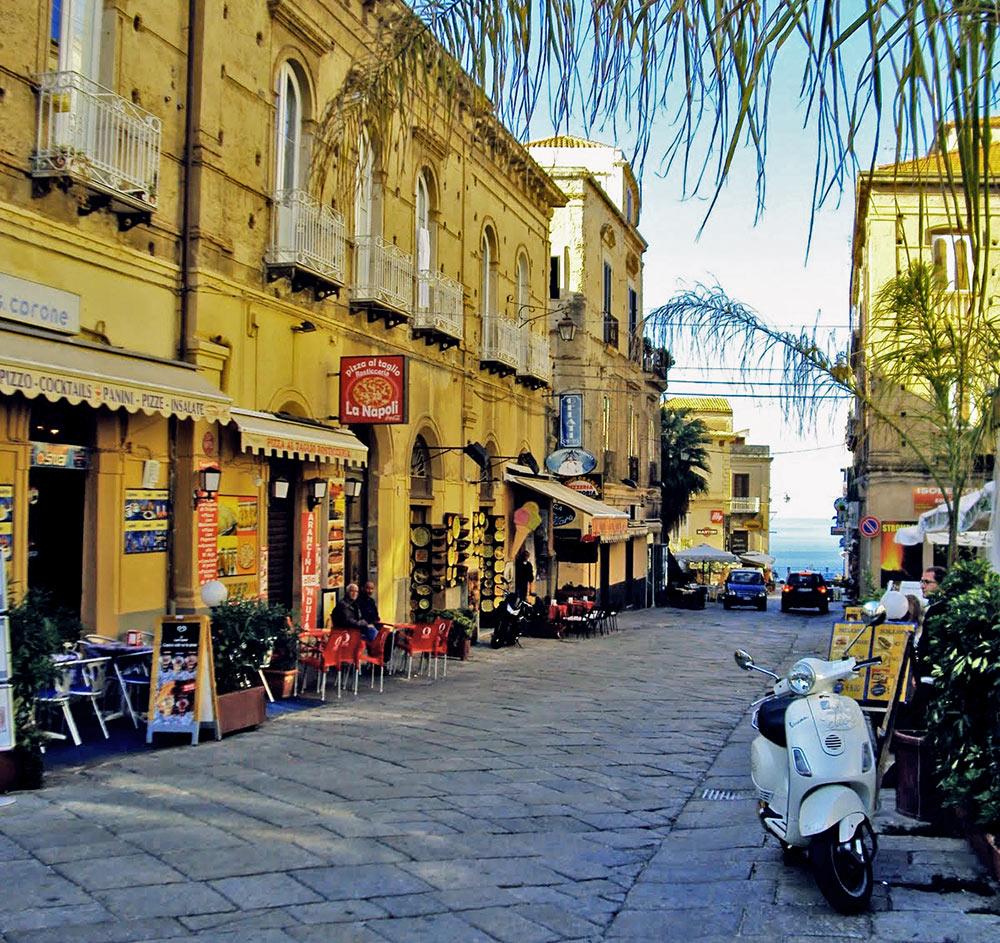 Image result for Corso Vittorio Emanuele.tropea