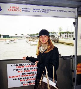 No ponto do Alilaguna, em Veneza, esperando o barco