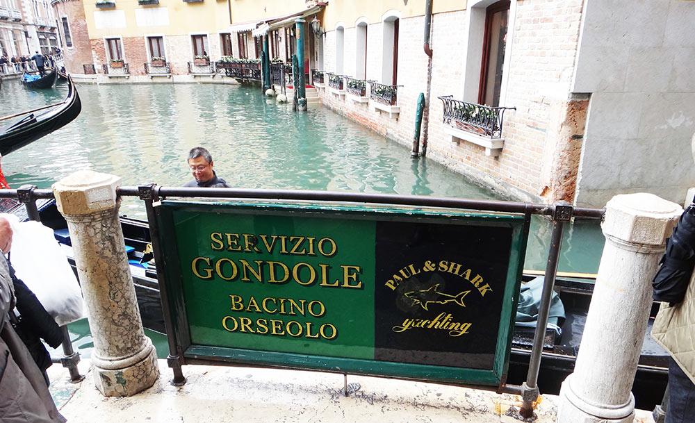 Placa do serviço de gôndolas em Veneza