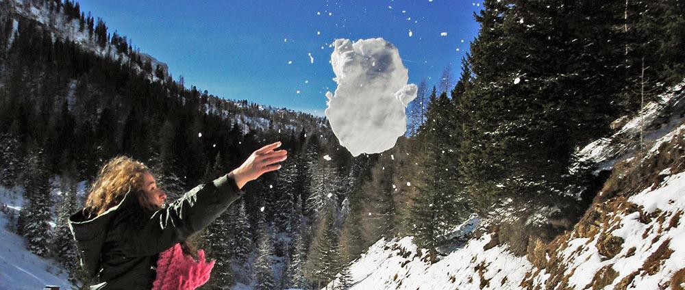 Brincando com a neve nas montanhas que circundam Cortina d'Ampezzo
