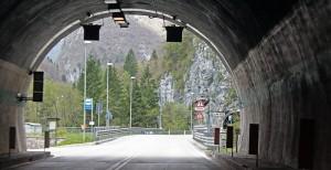 No trecho entre Lamon e Fiera di Primiero há diversos túneis, você sai de um e já entra em outro