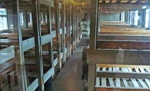 Área ode dormiam os prisioneiros do Campo de Concentração Sachenhausen, nos arredores de Berlim