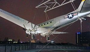 Avião em área externa do Museu Alemão Tecnológico de Berlim