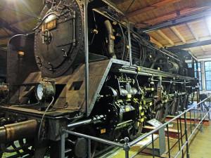 Locomotiva no interior do Museu Alemão Tecnológico de Berlim