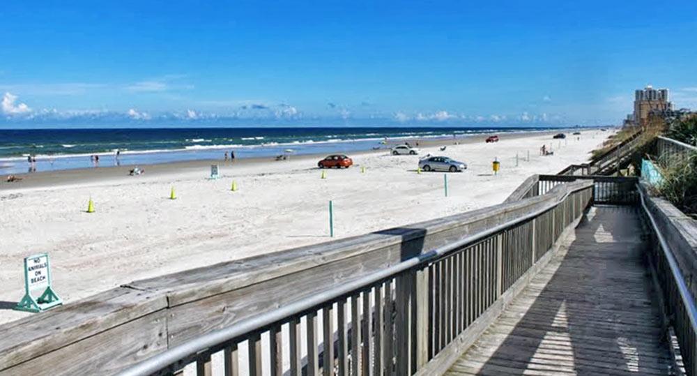 Daytona Beach, Florida, e sua praia de areias e águas claras e límpidas