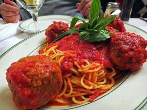 Pasta con Polpette no Tony's di Napoli, em NYC
