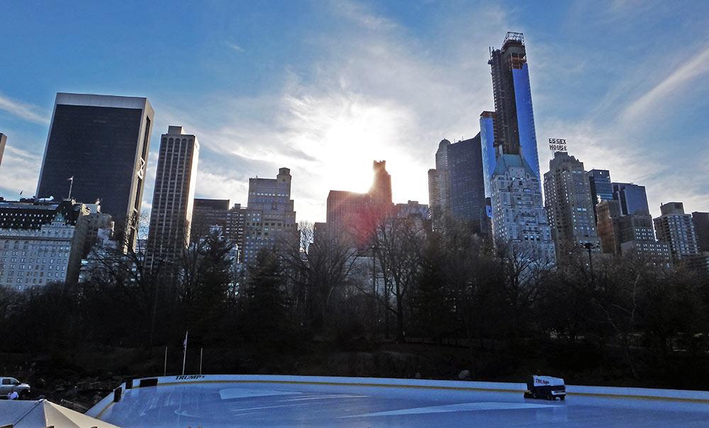Pista de patinação no gelo Trump, no Central Park, em NYC