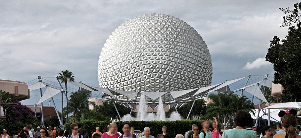 A atração Spaceship Earth, no parque Epcot, da Disney na Flórida