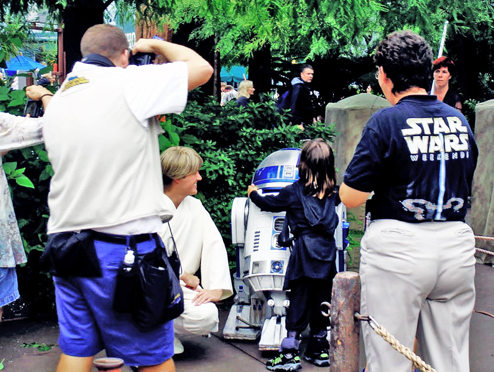 Luke Skywalker e R2-D2 avistados pelo parque Hollywood Studios durante a Star Wars Weekends