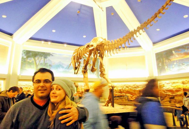 Réplica de ossada de dinossauro