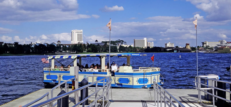 Passeio de barco em Downtown Disney