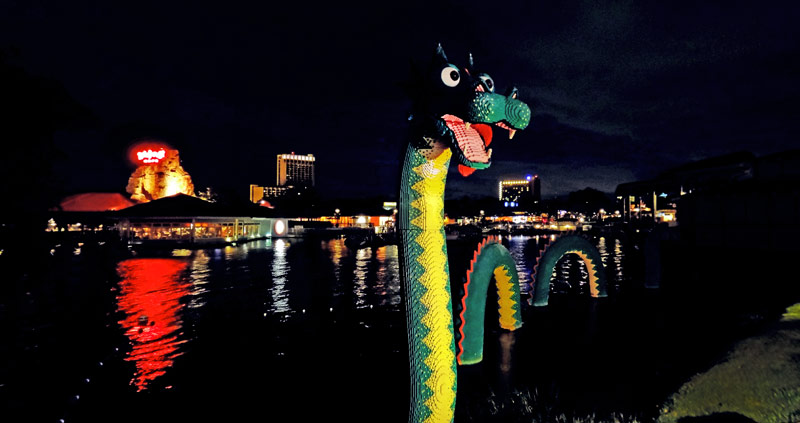 Monstro do Lago Ness feito de Lego
