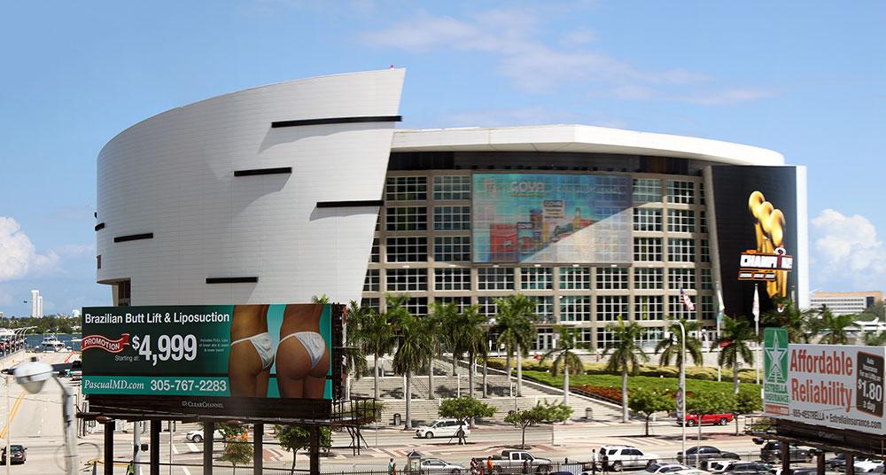 Vista do American Airlines Arena a partir do Miami Metromover