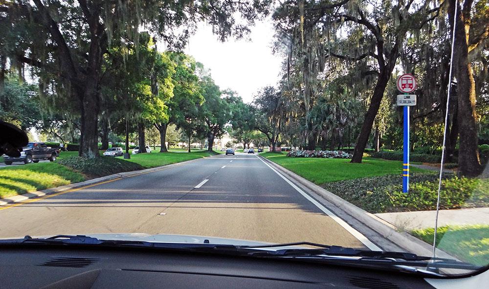 Estrada nos arredores de Downtown Disney, Flórida