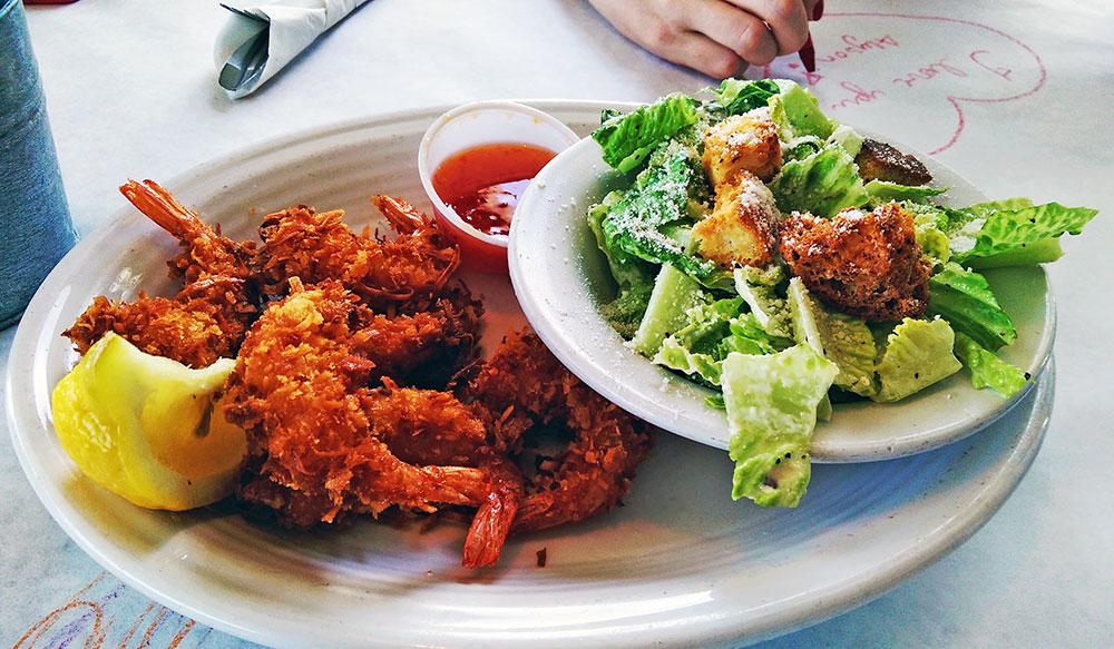 O meu Coconut Shrimp and Ceasar Salad da Paty no Restaurante 15th Street Fisheries, em Fort Lauderdale, FloridaRestaurante-15th-Street-Fisheries-Fort-Lauderdale-Florida-034