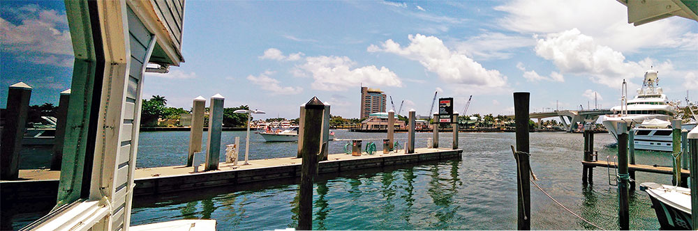 Panorama da vista para o canal e a Fort Lauderdale Marina a partir do Restaurante 15th Street Fisheries