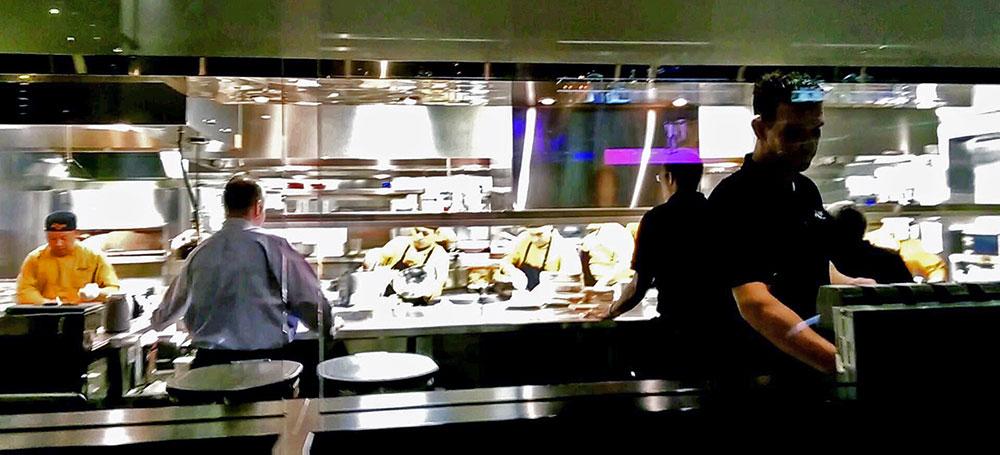 A cozinha aberta do Restaurante Kaluz Fort Lauderdale Florida