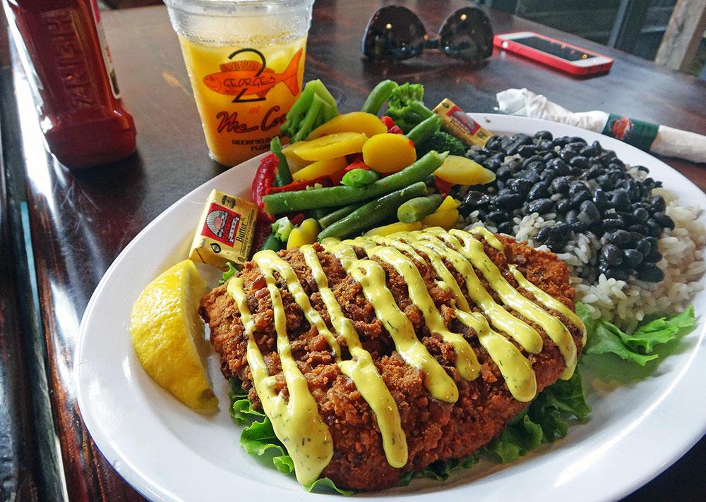O peixe da Paty, Grouper se não me engano, no Restaurante Two Georges, em Boynton Beach, Flórida